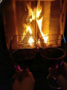 viinia-takkatulen-aaressa